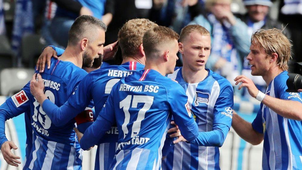 Hertha gewinnt in Augsburg mit 4:3 - Bildquelle: PIXATHLONPIXATHLONSID