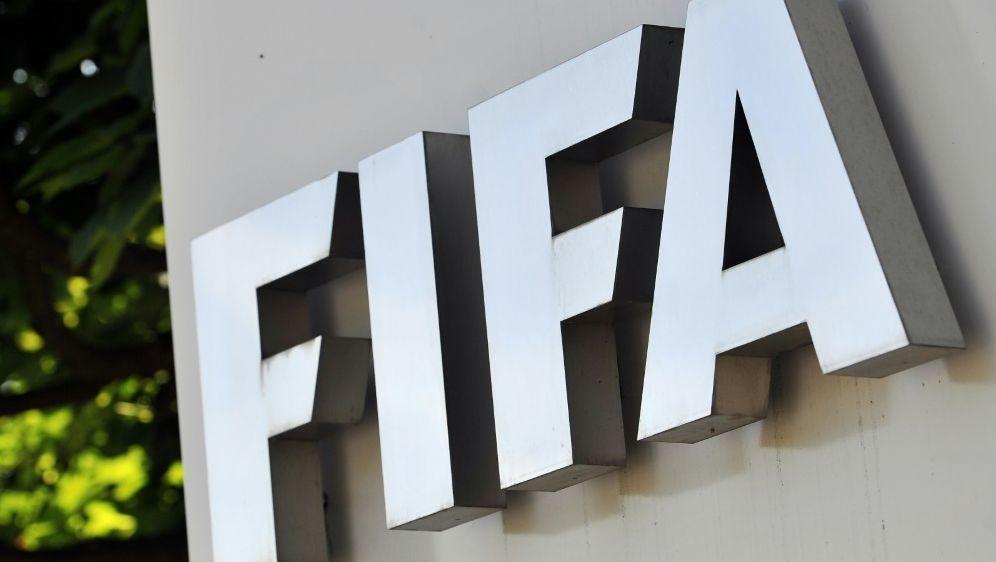 Die FIFA stärkte ihrem Präsidenten Infantino den Rücken - Bildquelle: AFPSIDFABRICE COFFRINI