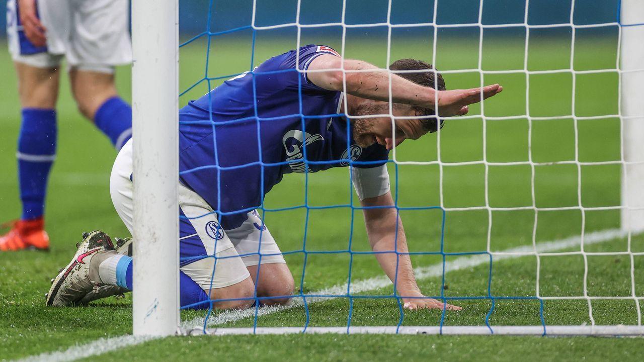 Flop der Saison: Schalke 04 - Bildquelle: imago images/RHR-Foto