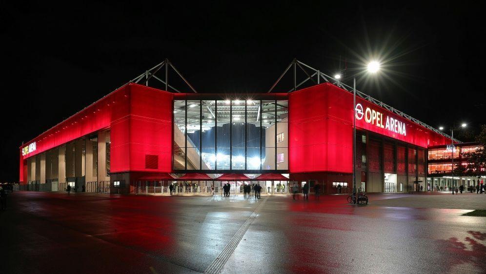 Das Mainzer Stadion ist am Dienstag ausverkauft - Bildquelle: FIROFIROSID