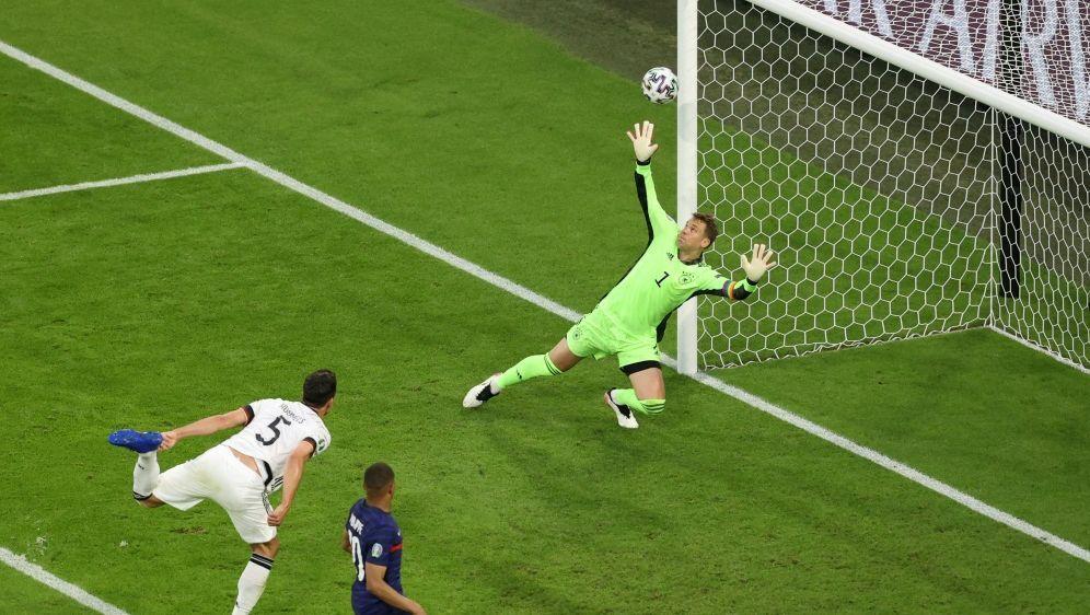 Mats Hummels traf gegen Frankreich ins eigene Netz - Bildquelle: AFPPOOLSIDALEXANDER HASSENSTEIN