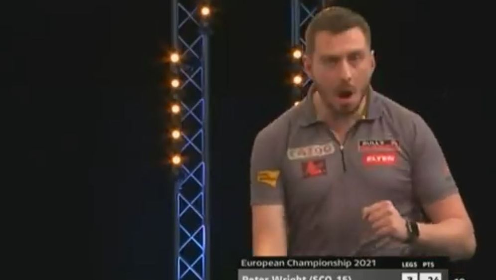 Florian Hempel siegt überraschend gegen Peter Wright bei den European Champi... - Bildquelle: twitter.com/PDC