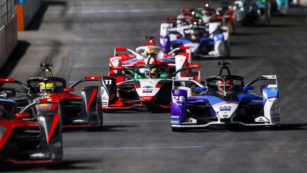 Formel-E-Action in Riad 2021 - Bildquelle: Motorsport Images