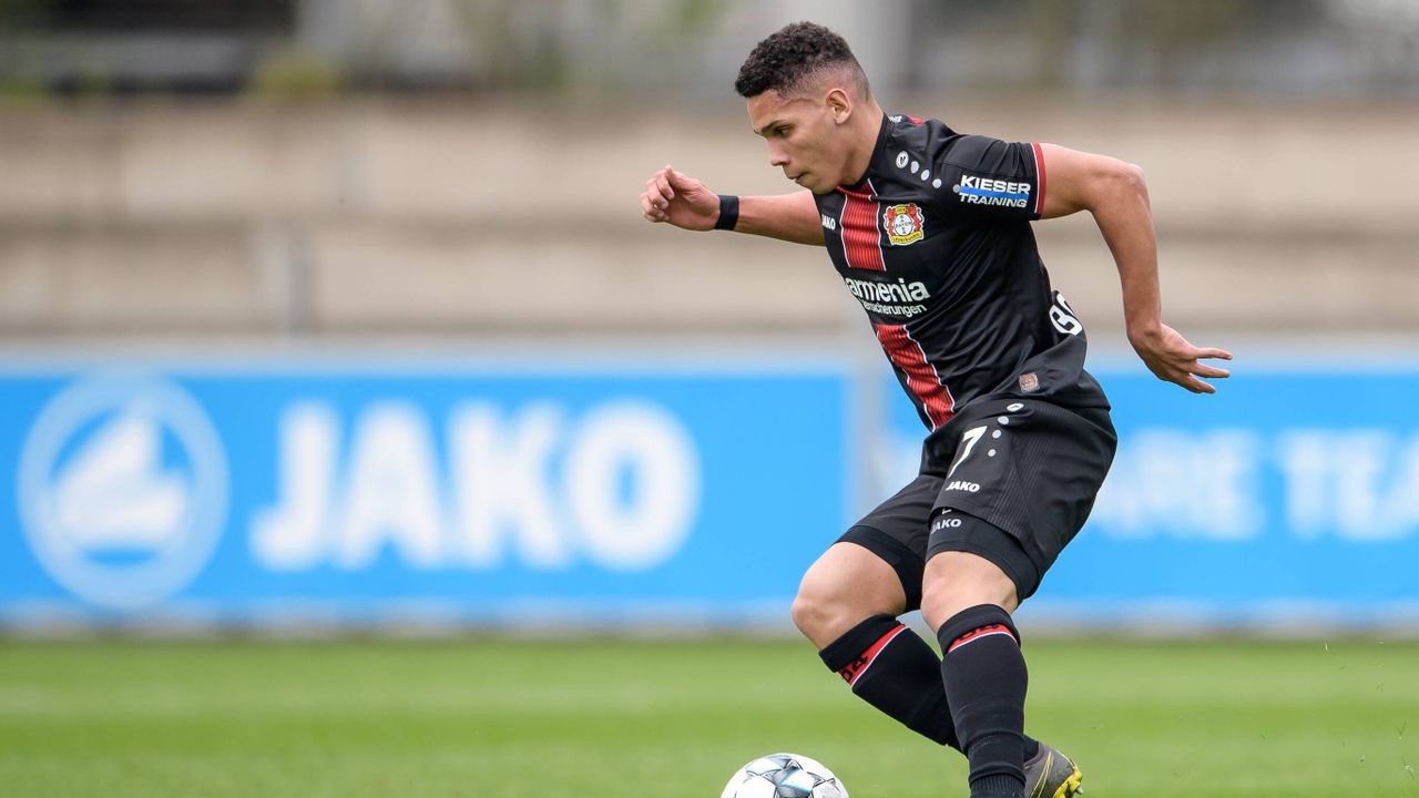 Paulinho (Bayer Leverkusen) - Bildquelle: imago images