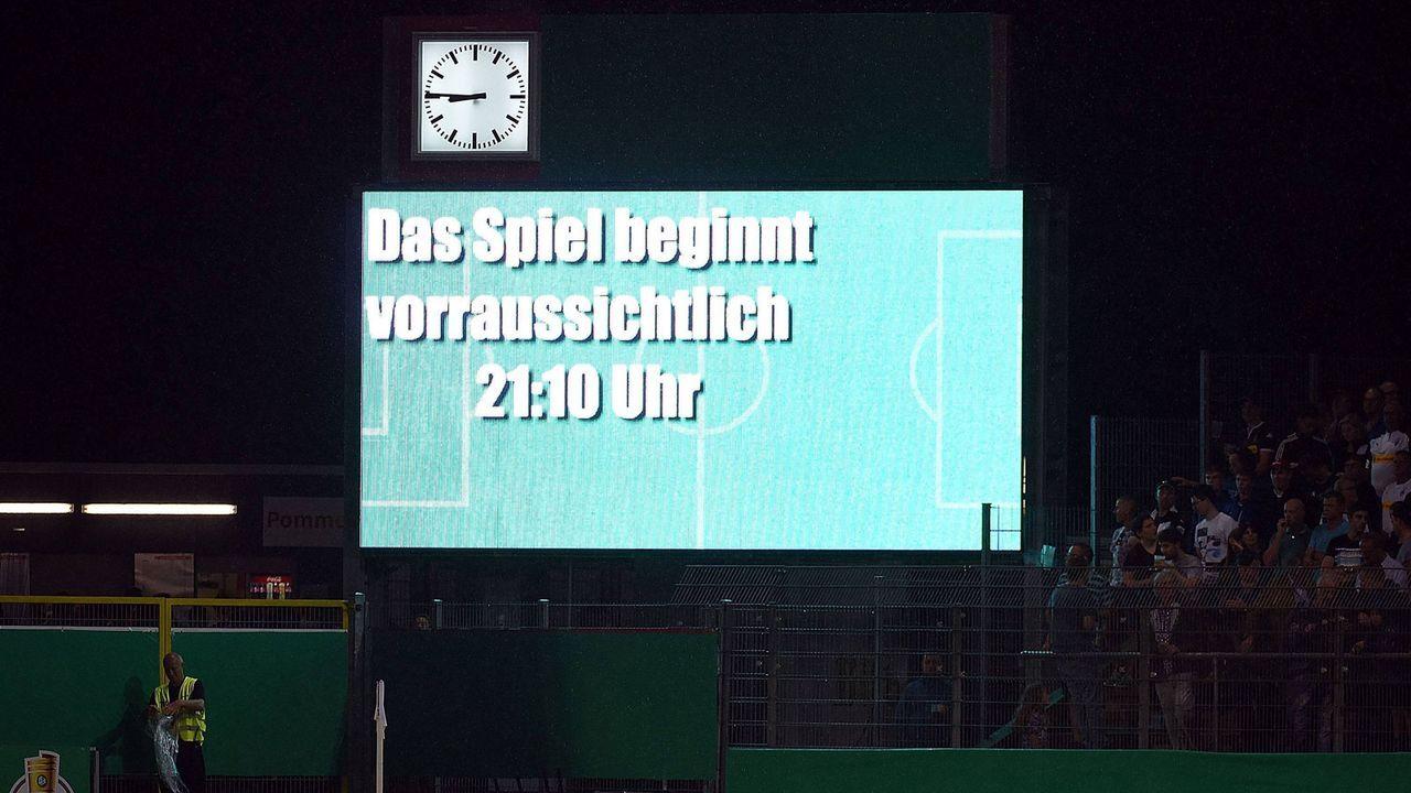 DFB-Pokal: Unwetter-Chaos in Sandhausen - Bildquelle: imago images / Pressefoto Baumann