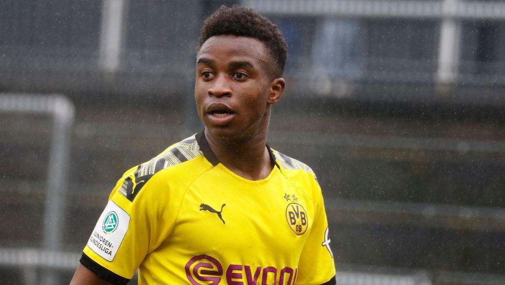 BVB-Supertalent Youssoufa Moukoko traf gegen Viktoria Köln erneut zwei Mal. - Bildquelle: imago images/Thomas Zimmermann