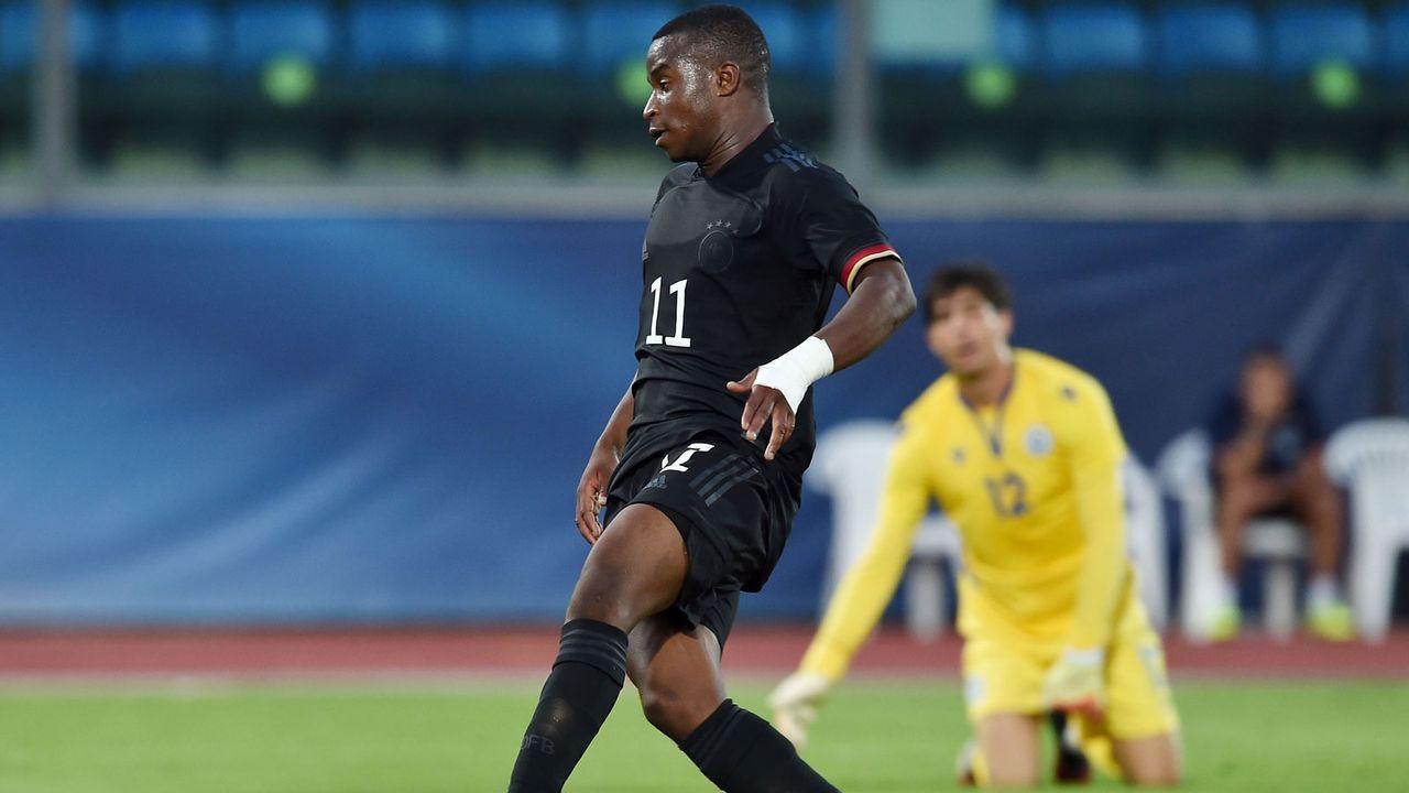 So lief Moukokos U21-Debüt gegen San Marino - Bildquelle: Getty Images