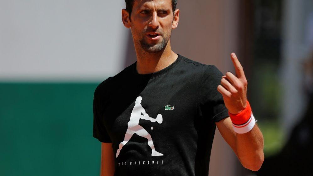 Er zeigt es an: Einen Tag muss Djokovic noch warten - Bildquelle: PIXATHLONPIXATHLONSID