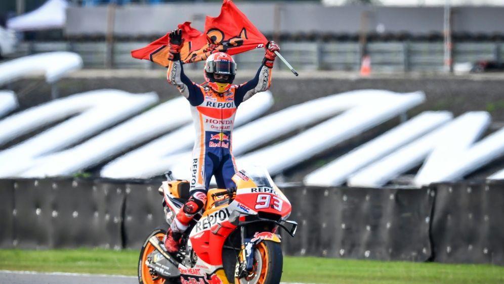Marc Marquez krönt sich in Thailand zum Weltmeister - Bildquelle: AFPSIDLillian SUWANRUMPHA