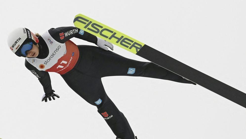 Svenja Würth springt in Oberstdorf auf Platz drei - Bildquelle: AFPSIDCHRISTOF STACHE
