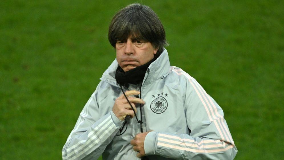 Schlechte Umfragewerte für Bundestrainer Joachim Löw - Bildquelle: AFPSIDINA FASSBENDER