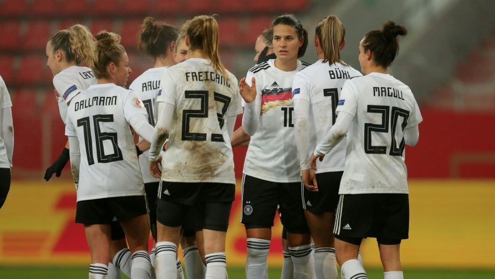 DFB-Frauen beenden Jahr als Weltranglistenzweite - Bildquelle: FIROFIROSID