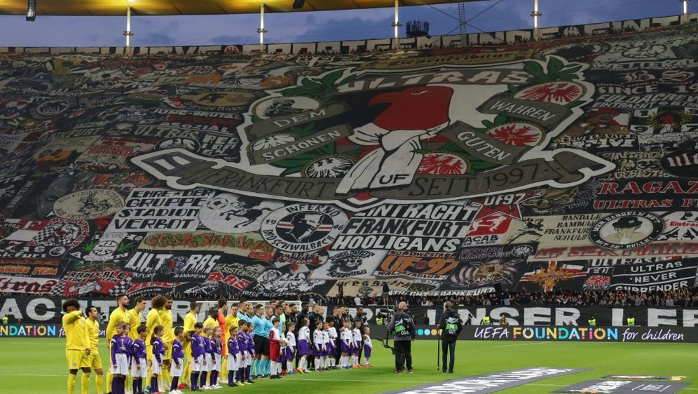 Die Eintracht-Fans freuen sich auf den Europacup - Bildquelle: FIROFIROSID