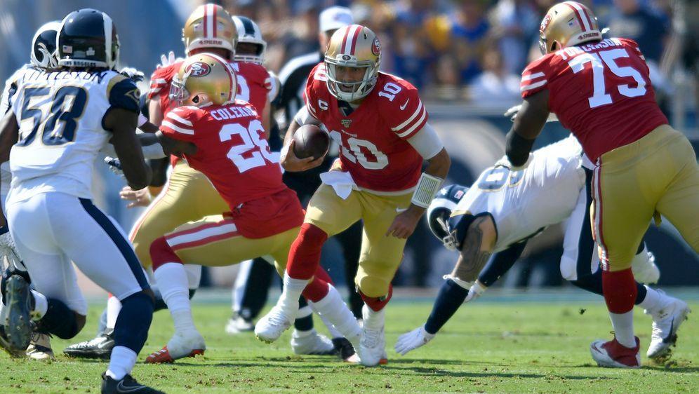 Quarterback Jimmy Garoppolo erzielt gegen die Rams einen Rushing Touchdown. - Bildquelle: Getty Images