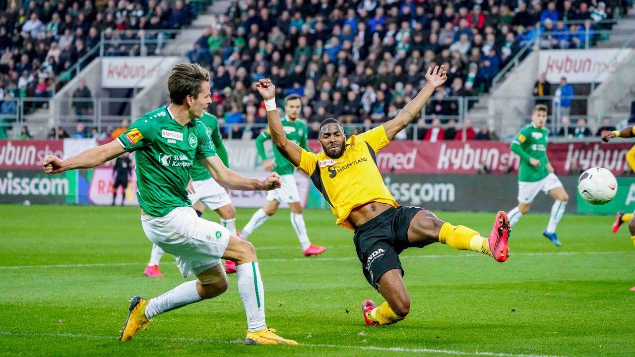 FC St. Gallen und Young Boys Bern (Schweiz) - Bildquelle: imago images/Roger Albrecht