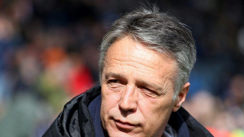 Trainer Uwe Neuhaus freut sich auf das Duell mit dem HSV - Bildquelle: FIROFIROSID