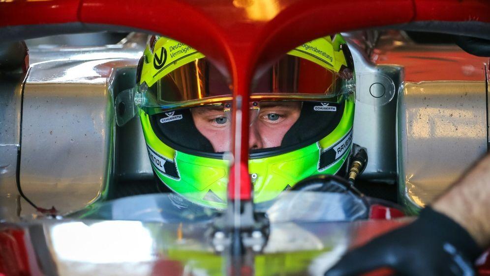 Mick Schumacher gehört jetzt zum Rennstall von Ferrari - Bildquelle: PIXATHLONPIXATHLONSID