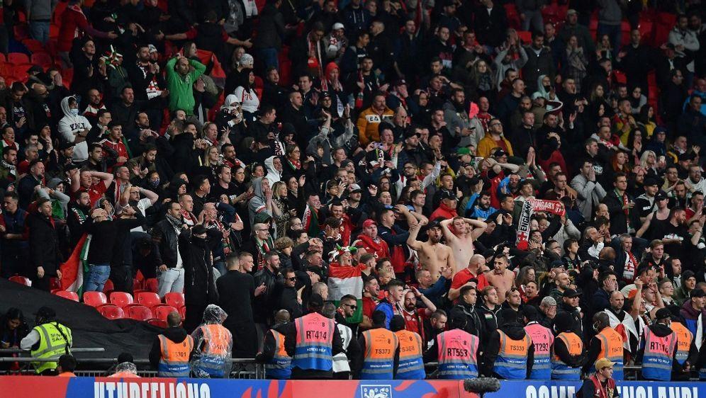Beim Länderspiel in Wembley kam es zu Ausschreitungen - Bildquelle: AFP/SID/BEN STANSALL