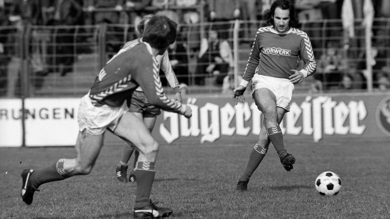 Platz 2 - Wuppertaler SV (1974/75, 14 Punkte, 32:86 Tore) - Bildquelle: imago/WEREK