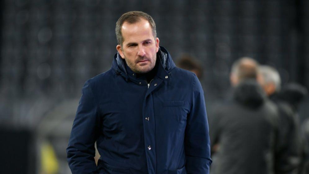 Die Negativserie für Schalke 04 und Trainer Baum hält an - Bildquelle: AFPSIDINA FASSBENDER