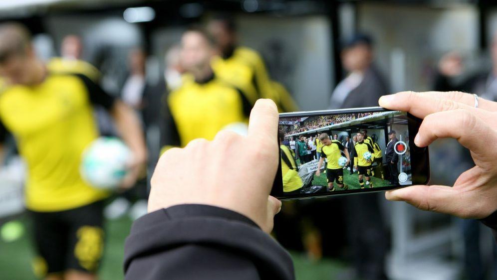 Die Medien-Angebote der Bundesligisten werden beliebter - Bildquelle: FIROFIROSID