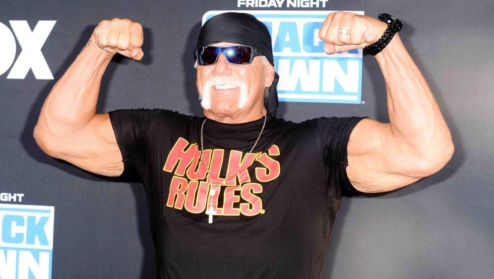 Hostet zusammen mit Titus O'Neil Wrestlemania: Hulk Hogan. - Bildquelle: getty