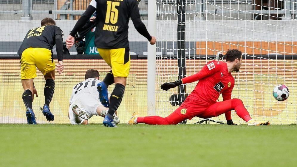 Borussia Dortmund hat beim FC Augsburg das Nachsehen - Bildquelle: FIROFIROSID