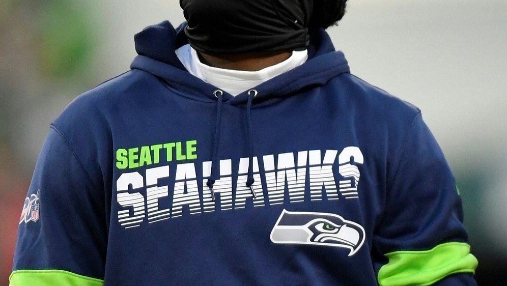 Siverand schmuggelt Frau in Seahawks-Kleidung ins Hotel - Bildquelle: AFPGETTY SIDQuinn Harris