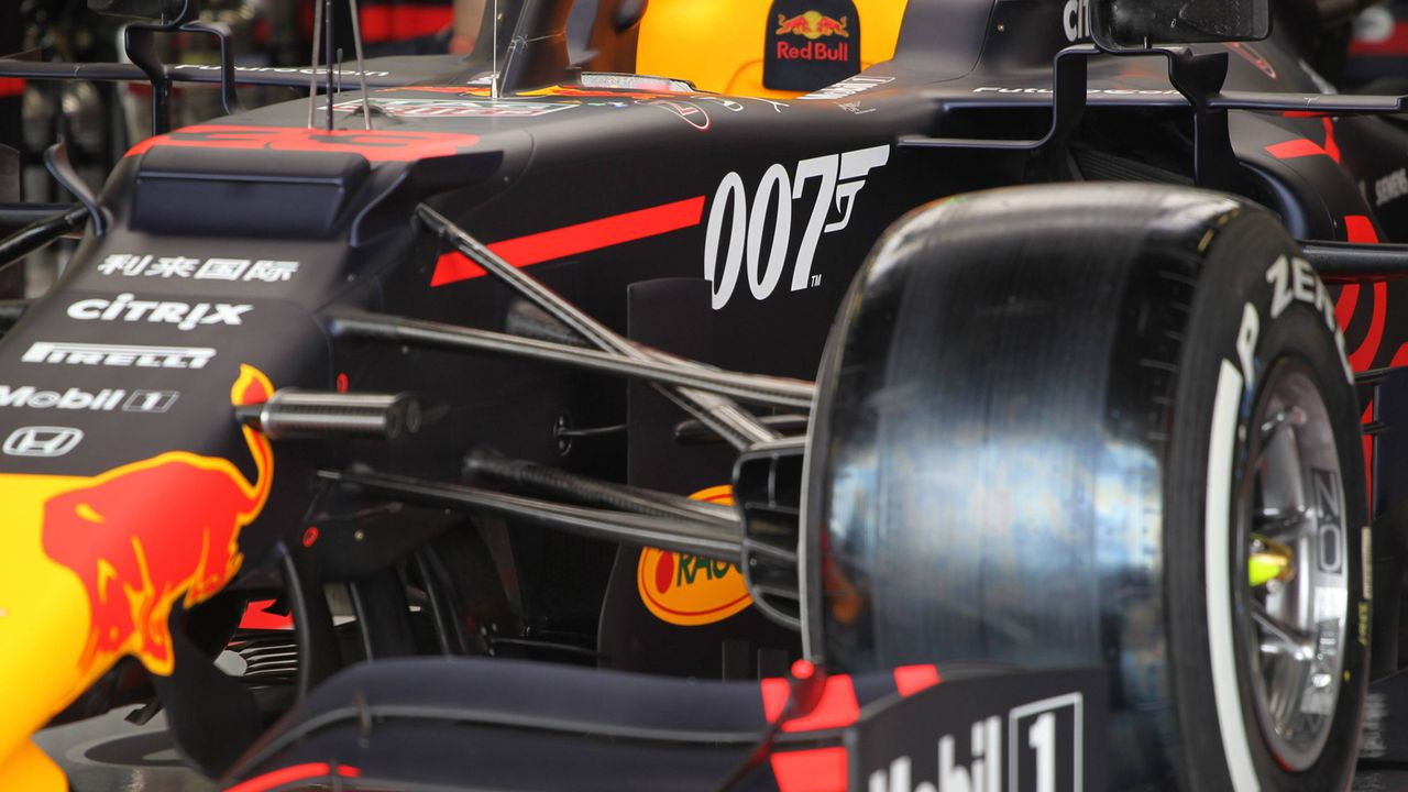 Bond, Superman, Penthouse: Die verrücktesten Formel-1-Lackierungen - Bildquelle: imago images / LaPresse