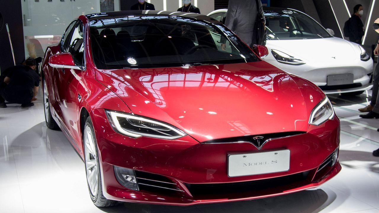 Tesla Model S P100D  - Bildquelle: imago images/VCG