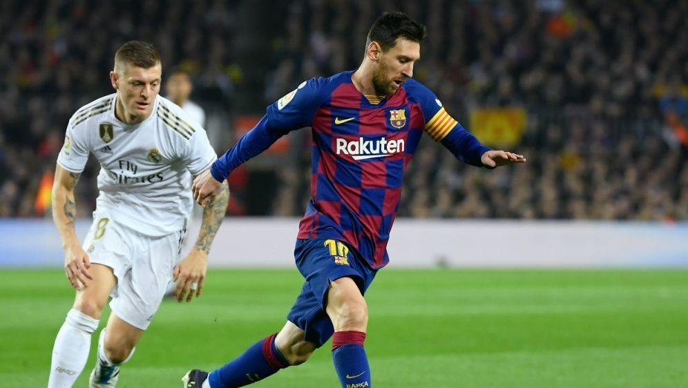 Kroos (l.) trifft mit Real am Samstag auf Messis Barca - Bildquelle: AFPSIDLLUIS GENE
