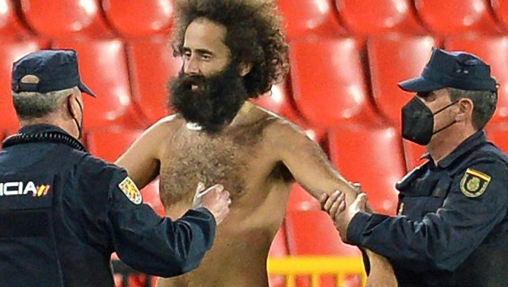 Beim FC Granada sorgte ein Flitzer für Aufregung - Bildquelle: AFPSIDCRISTINA QUICLER
