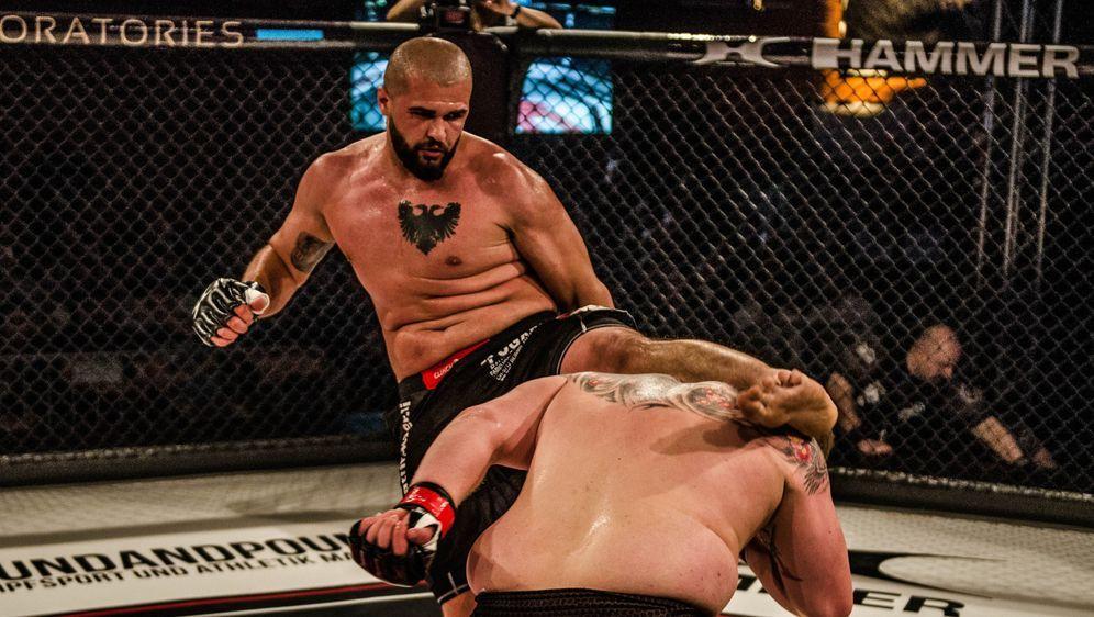 Valdrin Istrefi trainiert bei dem deutschen UFC-Veteranen Peter Sobotta - Bildquelle: GMC