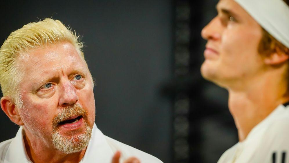 Boris Becker im Zwiegespräch mit Alexander Zverev - Bildquelle: AFP SIDPATRICK HAMILTON