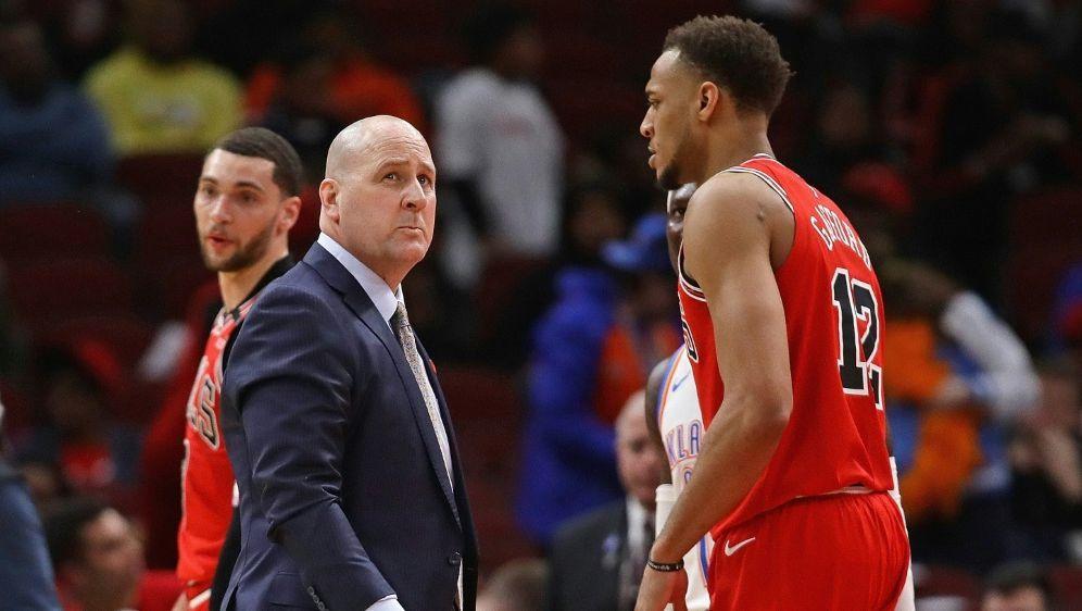 Die Chicago Bulls entlassen Coach Boylen (2. v. l.) - Bildquelle: AFP  GETTY SIDJONATHAN DANIEL