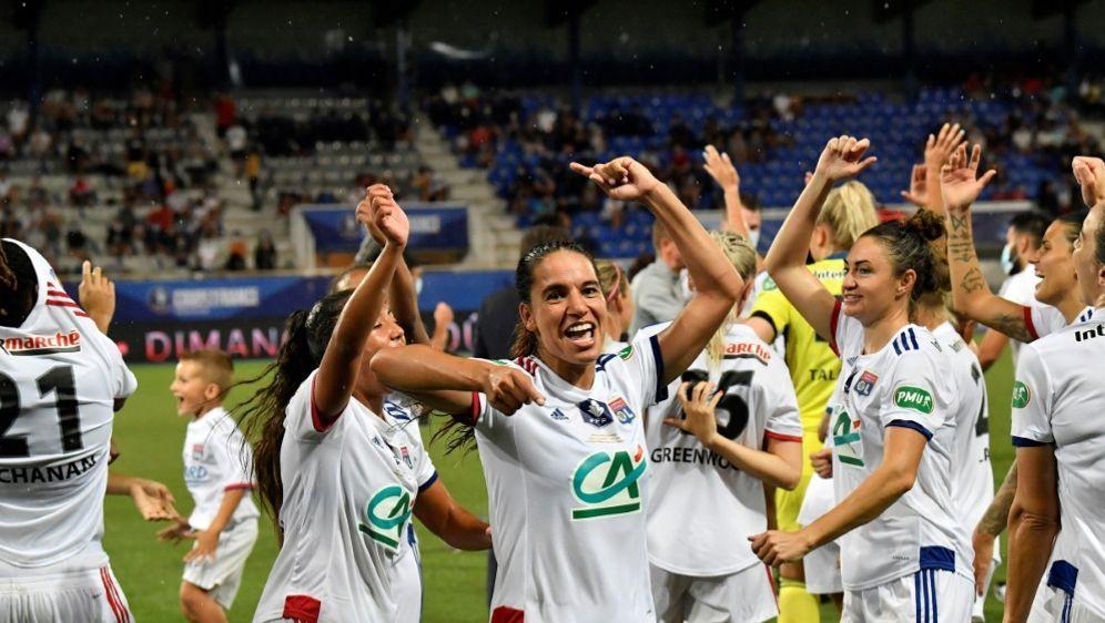 Den Titel erfolgreich verteidigt: Jubel bei Lyon - Bildquelle: AFPSIDPhilippe DESMAZES