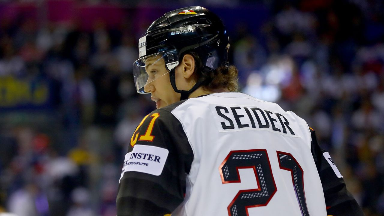 Eishockey: Deutschlands Super-Rookie Moritz Seider  - Bildquelle: 2019 Getty Images