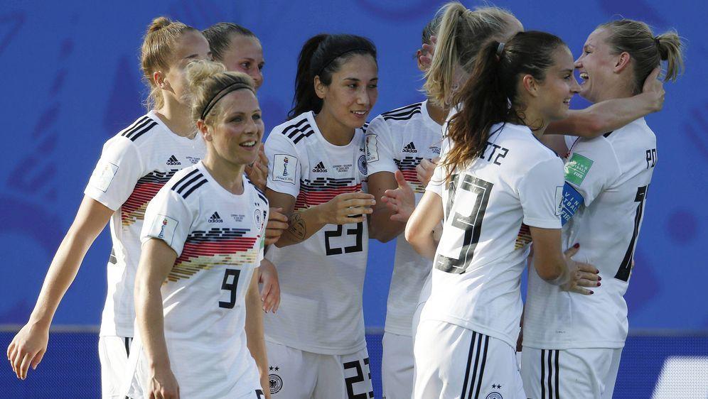 Diedeutsche Frauenfußball-Nationalmannschaft kämpft gegen Schweden um das H... - Bildquelle: imago images / Norbert Schmidt