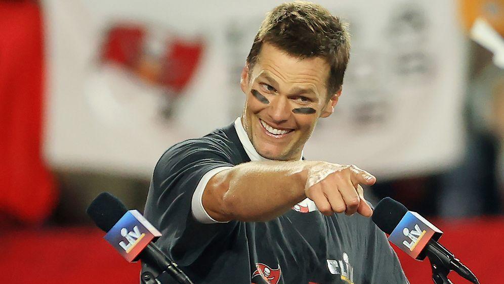 Tom Brady stichelt mal wieder gegen NFL-Teams, die ihn nicht verpflichten wo... - Bildquelle: 2021 Getty Images