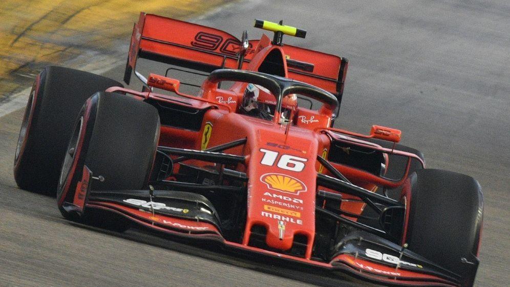 Leclerc setzt die Bestzeit in Singapur - Bildquelle: AFPSIDMLADEN ANTONOV