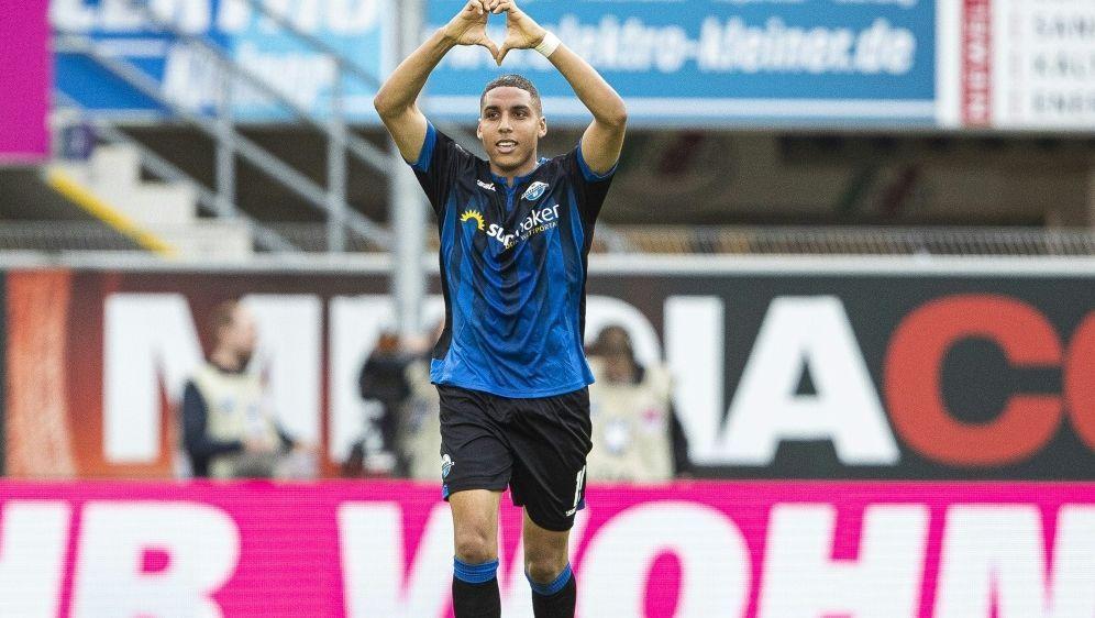 Abdelhamid Sabiri führt Paderborn per Traumtor zum Sieg - Bildquelle: FIROFIROSID