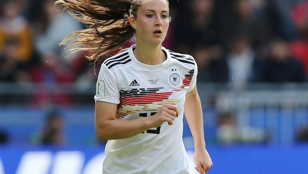 Däbritz gibt ihr Comeback im Fußball-Nationalteam - Bildquelle: FIROFIROSID