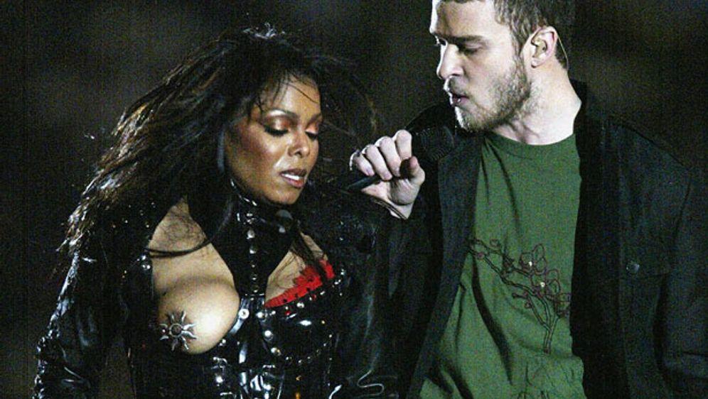 """Die Super-Bowl-Halbzeitshow 2004 ging wegen """"Nipplegate"""" in die Geschichte e... - Bildquelle: 2004 Getty Images"""