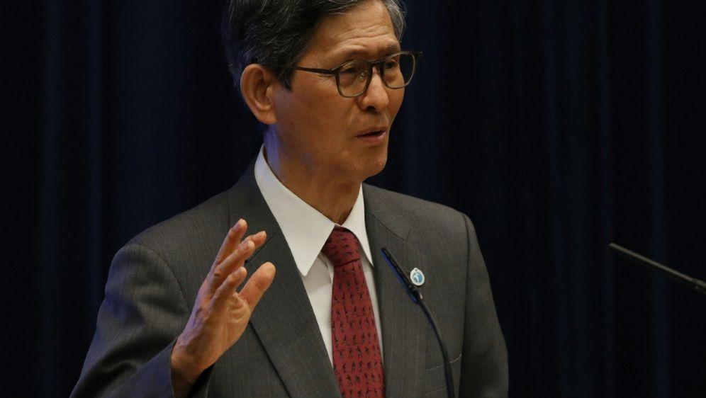 Shigeru Omi rechnet mit Infektions-Rekordzahlen - Bildquelle: AFPPOOLSIDISSEI KATO