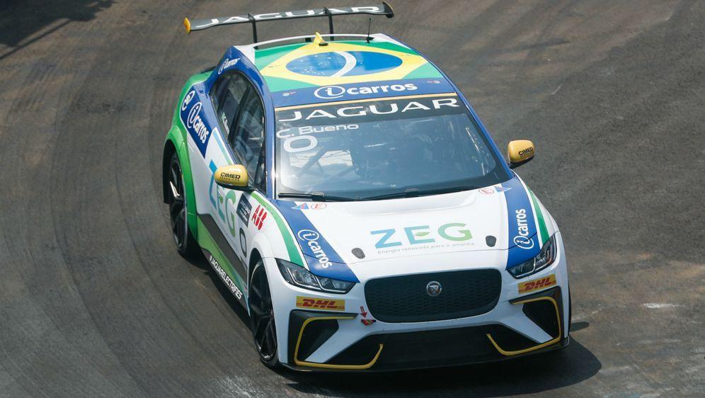 Caca Bueno gewinnt das Rennen in Sanya bei der Jaguar I-PACE eTrophy