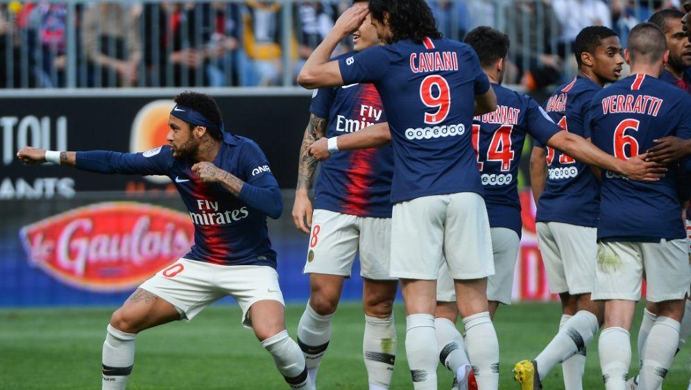 PSG besiegte Angers mit 2:1, Neymar (l.) traf zum 1:0 - Bildquelle: AFPSIDJEAN-FRANCOIS MONIER