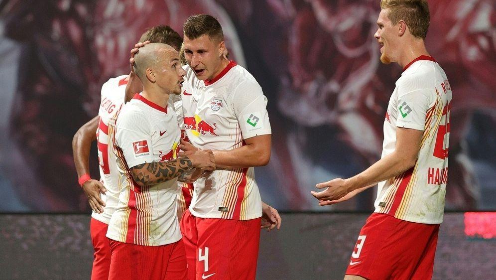 Angelino (vorne) bringt RB Leipzig in Führung - Bildquelle: FIROFIROSID