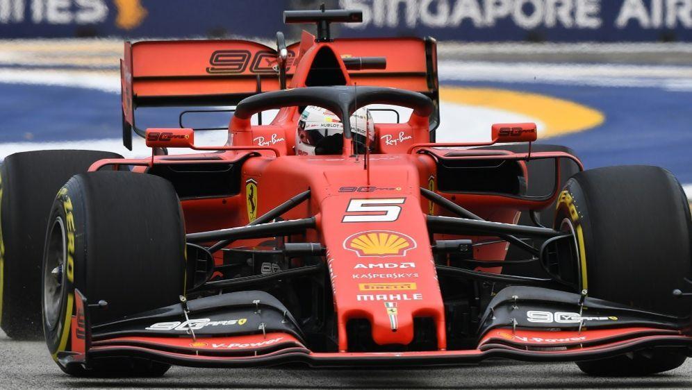 Sebastian Vettel belegte den zweiten Platz in P1 - Bildquelle: AFPSIDMOHD RASFAN