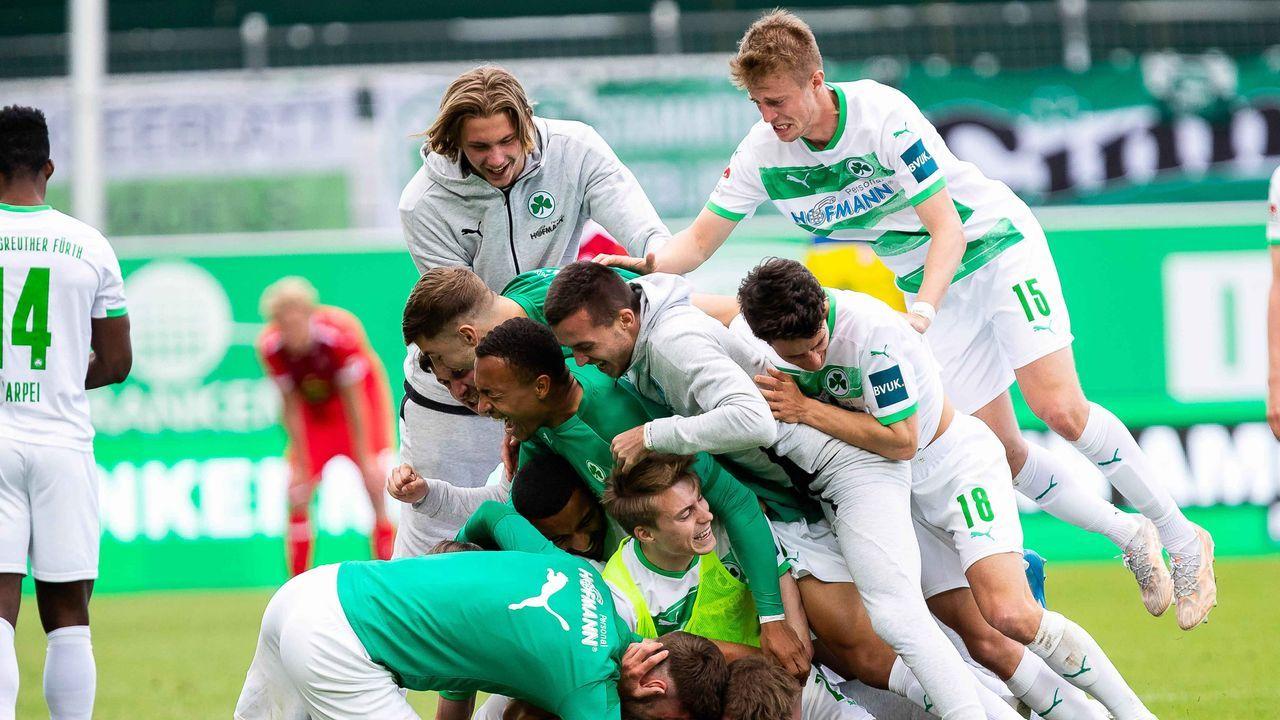 Aufsteiger: SpVgg Greuther Fürth (0,75 Millionen Euro) - Bildquelle: imago images/Eibner