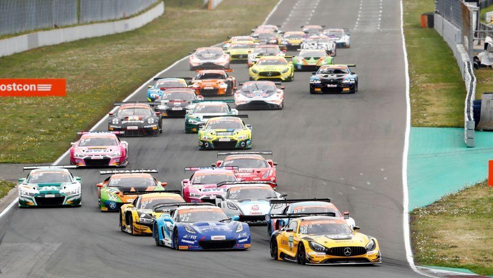Engelhardt gewann das Rennen der ADAC GT Masters - Bildquelle: PIXATHLONPIXATHLONSID